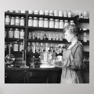 Mujer Chemist, 1919 Poster