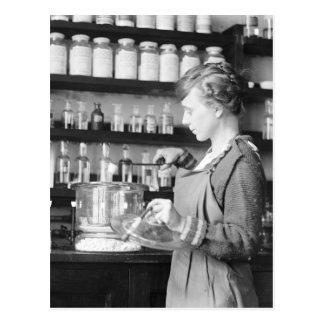 Mujer Chemist, 1919 Postales