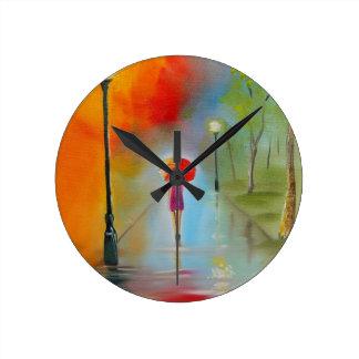 Mujer colorida con un paraguas rojo reloj