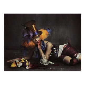 Mujer colorida vestida como payaso tarjetas postales