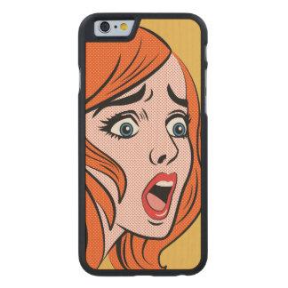 Mujer cómica retra del estilo en un pánico funda de iPhone 6 carved® de arce