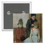 Mujer con dos niñas (en colores pastel) pin cuadrado