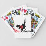 Mujer con el arco barajas de cartas