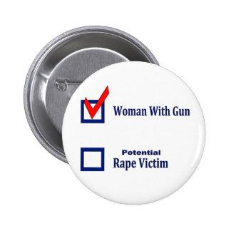 Mujer con el arma pin
