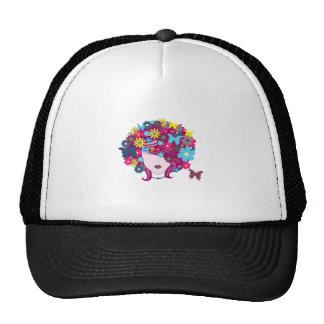 Mujer con el ejemplo floral del pelo gorras de camionero