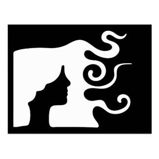 Mujer con el pelo ondulado largo postal