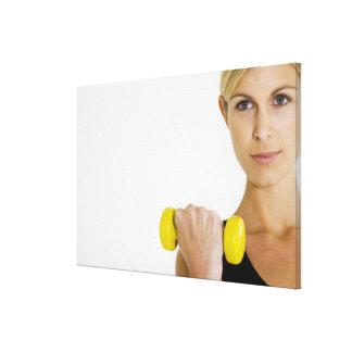 Mujer con el peso de la mano impresión en lona