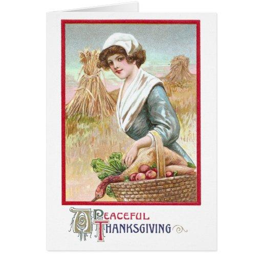 Mujer con la cesta de comidas de la acción de tarjeta de felicitación