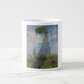 Mujer con un parasol - señora Monet y su hijo Taza De Café Grande