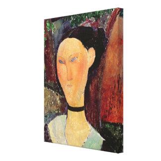 Mujer con una tirilla de la camisa del terciopelo, lona estirada galerías