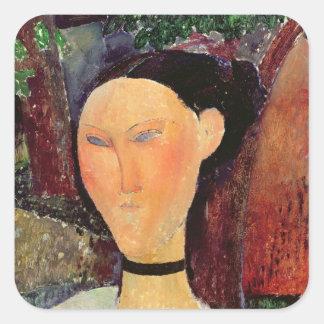Mujer con una tirilla de la camisa del terciopelo, pegatina cuadrada