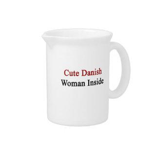 Mujer danesa linda dentro jarra
