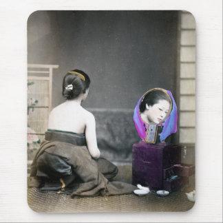 Mujer de 1870 japoneses en vestuario alfombrilla de raton