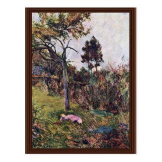 Mujer de descanso en el paisaje de Gauguin Paul Postales