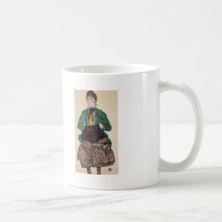 Mujer de Egon Schiele- en una blusa y un manguito  Taza De Café