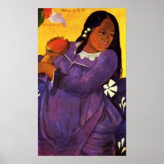 Mujer de Gauguin con un poster del mango