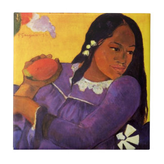Mujer de Gauguin con una teja del mango