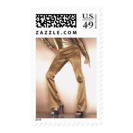 Mujer de la cadera en el baile del disco del oro sello