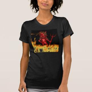 Mujer de la camisa de la mujer del diablo
