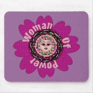 Mujer de la flor del poder mouse pad
