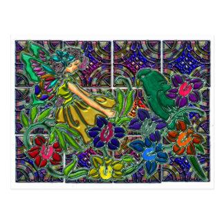 Mujer de la mariposa floral y pájaro postal