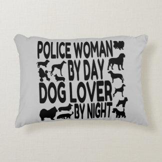 Mujer de la policía del amante del perro cojín decorativo