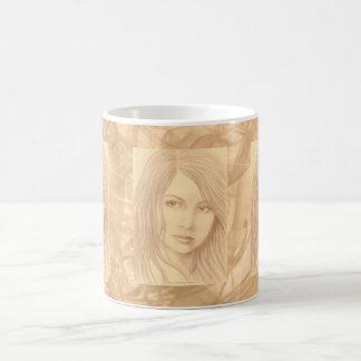 Mujer de la sepia II Tazas De Café