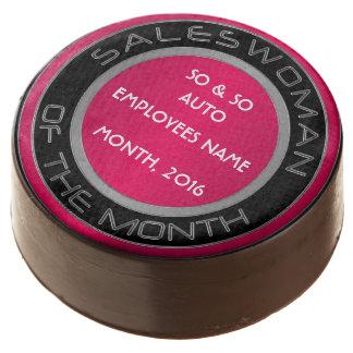 Mujer de las ventas, rosa, - el chocolate sumergió