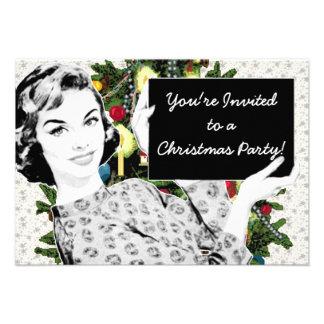 mujer de los años 50 con una muestra del navidad anuncios