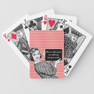 mujer de los años 50 con una muestra V2 Baraja De Cartas