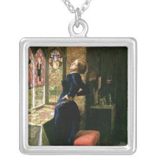 Mujer de Mariana con el vitral Collares