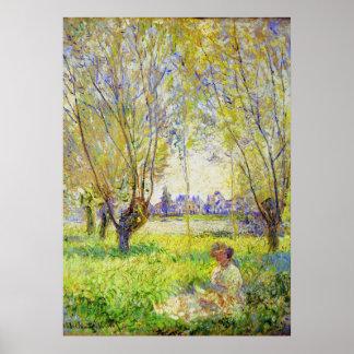 Mujer de Monet asentada bajo bella arte de los Póster
