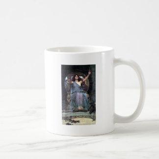 Mujer de ofrecimiento de Ulises de la taza del