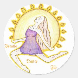 Mujer de Sun del baile Etiqueta Redonda