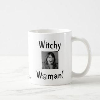 ¡Mujer de Witchy! Taza Básica Blanca
