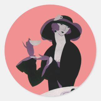 Mujer del art déco del vintage, té de tarde y pegatina redonda