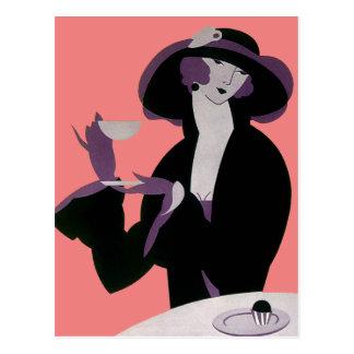 Mujer del art déco del vintage, té de tarde y postal
