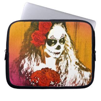 Mujer del cráneo del azúcar con arte de los rosas funda portátil