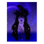 Mujer del cuervo postal