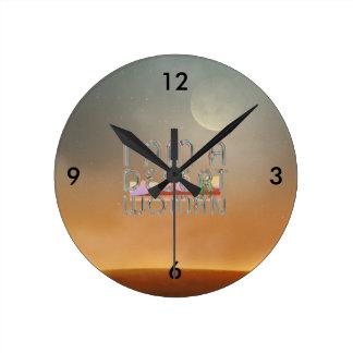 Mujer del desierto de la CAMISETA Reloj Redondo Mediano