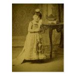 Mujer del enano del monstruo del circo del vintage postal