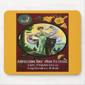 Mujer del festival del día de admisión de Californ Alfombrillas De Raton