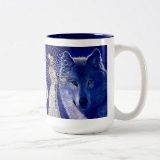 Mujer del nativo americano y diseño azul del lobo taza de café