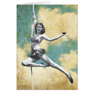 Mujer del trapecio del vintage con el vino tarjeta de felicitación