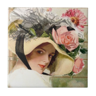 Mujer del vintage con las flores azulejo cuadrado pequeño