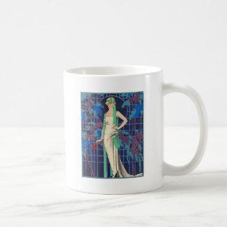 Mujer del vintage en cenador taza de café