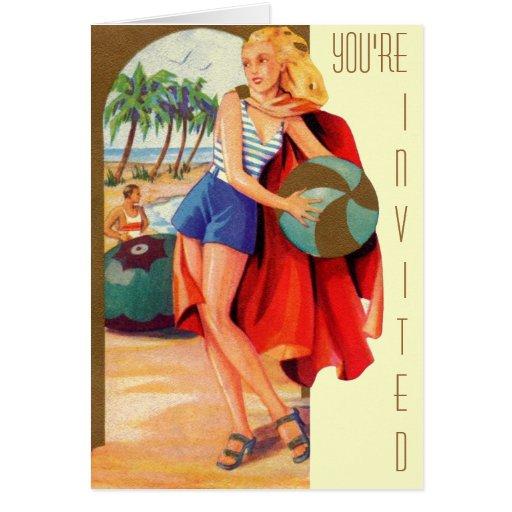 Mujer del vintage en la playa tarjeta de felicitación