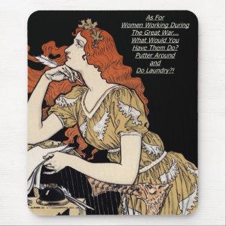 Mujer del vintage en su escritorio alfombrillas de raton