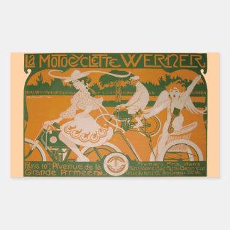 Mujer del vintage que completa un ciclo con el pegatina rectangular