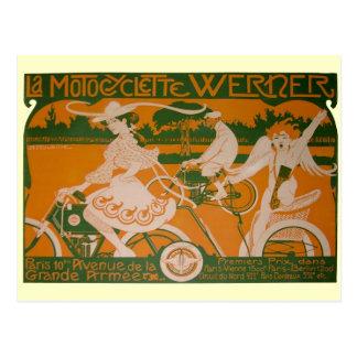 Mujer del vintage que completa un ciclo con el postal